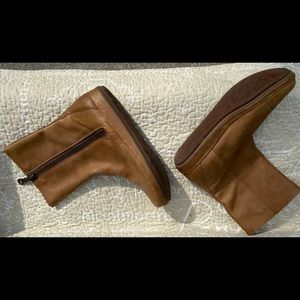Brown leather ankle boot!  Comfort plus!
